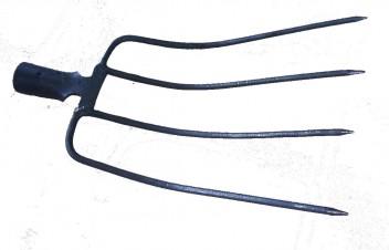 Вилы навозные 4-х рогие (рельсовая сталь)